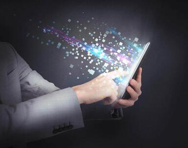 透過手機瀏覽,不用再背著厚重的參考書。